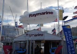 Raymarine_17ft_tethered_blimp