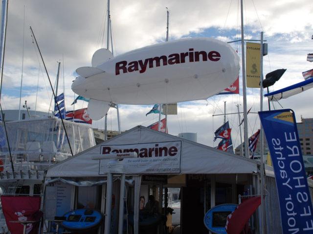 Raymarine_17ft_tethered_blimp